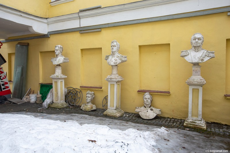 Колоритный дворик на Пречистенке, детали. Москва