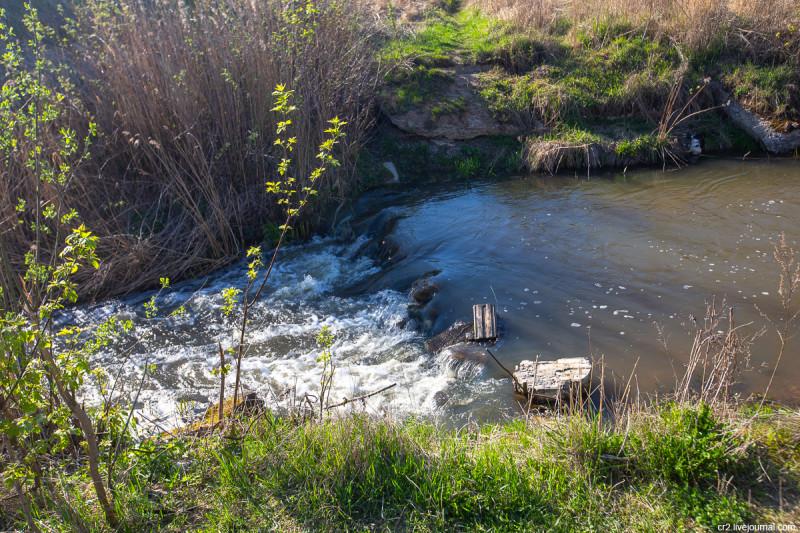 Водопад на речке Сукромке, притоке Яузы. Московская область