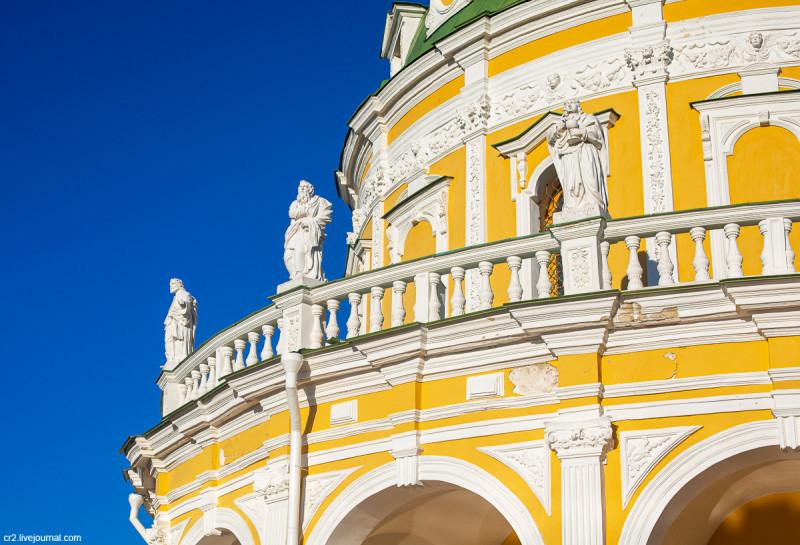 Детали и скульптуры храма Рождества Богородицы. Подмоклово, Московская область