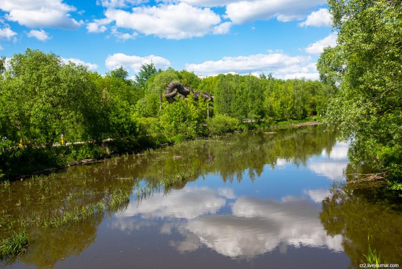 Река Яуза в парке Свиблово. Москва