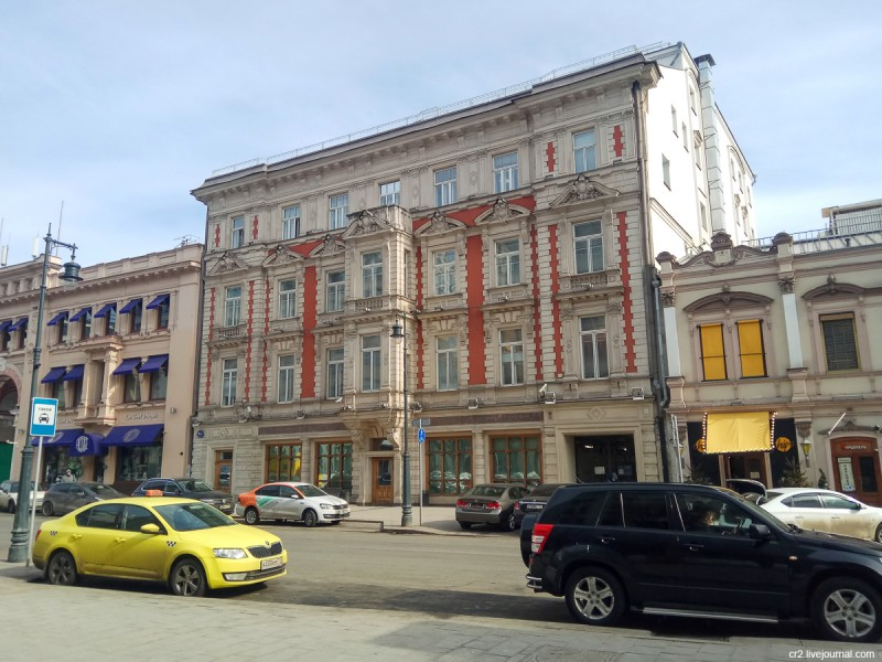 Здание на Петровке, где до революции располагался винный магазин Н. Депре. Москва