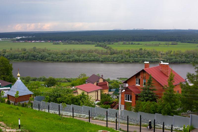 Вид на Оку и окрестности из Никитского монастыря. Кашира, Московская область