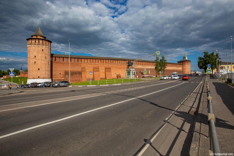 Маринкина и Грановитая башни Коломенского кремля. Коломна, Московская область
