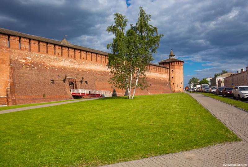Стена и Грановитая башня Коломенского кремля. Коломна, Московская область
