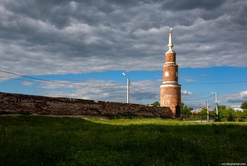 Ограда и башенка Брусенского монастыря. Коломенский кремль. Коломна, Московская область