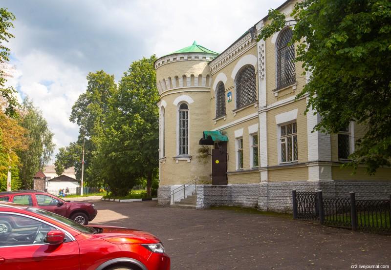 Здание бывшего Городского училища, ныне Краеведческий музей. Кашира, Московская область