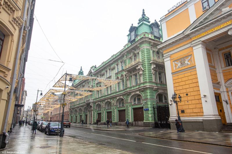 Здание бывшего Волжско-Камского коммерческого банка на Ильинке. Москва
