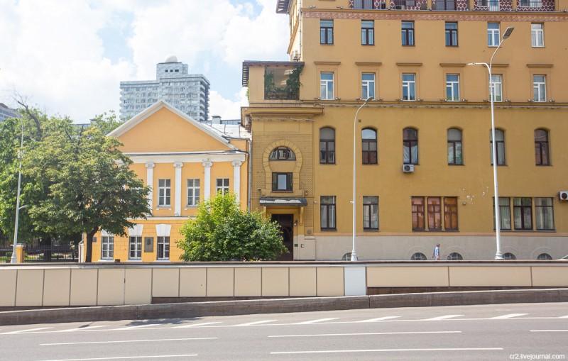 """Дом полярников и часть более раннего строения, """"поглощённого"""" им. Москва"""
