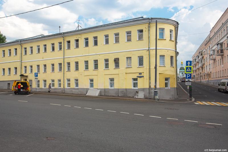Остатки бывших торговых лавок на Хитровке. Москва