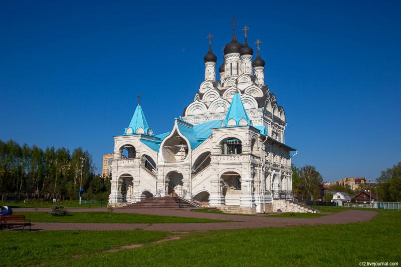Храм Благовещения в Тайнинском (бывшее село, ныне часть города Мытищи). Московская область
