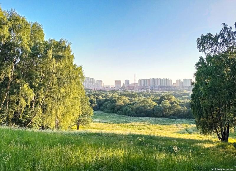 Вид от главного дома усадьбы Братцево. Москва