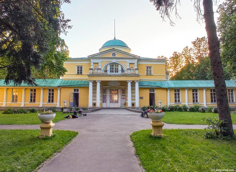 Главный дом усадьбы Братцево. Москва