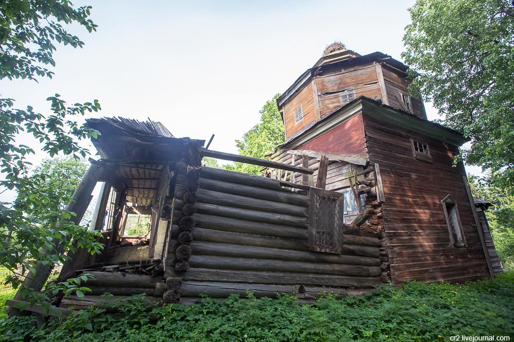 Новгородская область. Заброшенная церковь Покрова в райцентре Сольцы