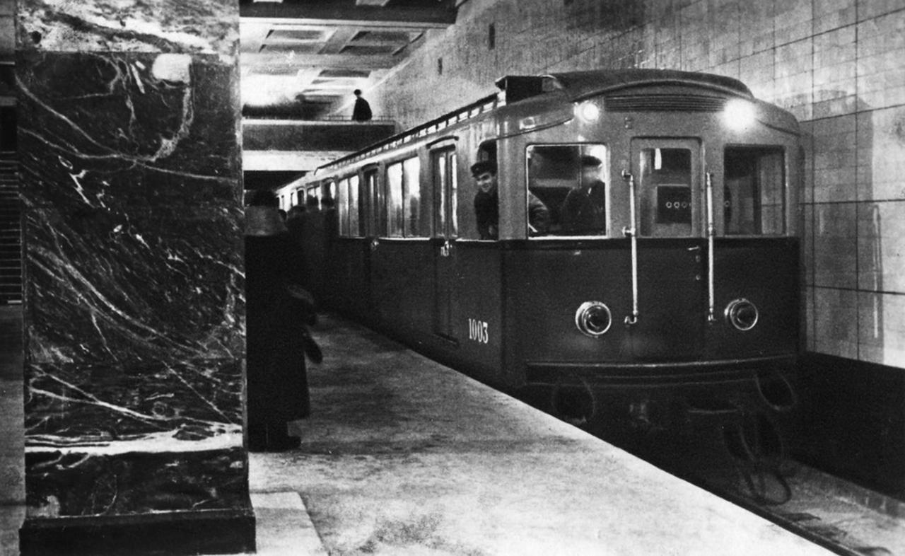 1935-moskovskoe-metro-wejpao.jpg