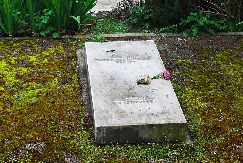 800px-Polikur_cemetery_grave_of_Mravina