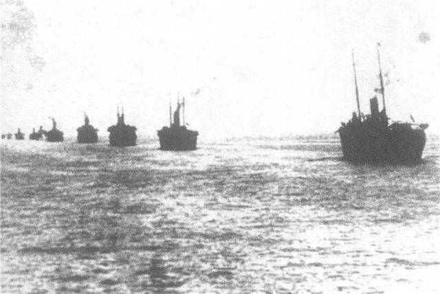 Кильватерная колонна транспортов в дни эвакуации из Крыма