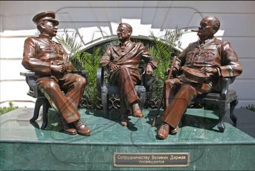 памятник лидерам трех держав в г.Сочи