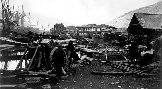 Выгрузка шпал и рельсов для железной дороги в Балаклаве. 1855 год. Фото Роджера Фентона