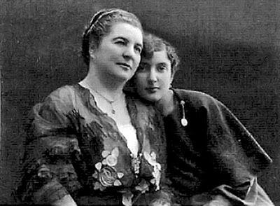 Ольга Соловьева с дочерью Ксению (1917)