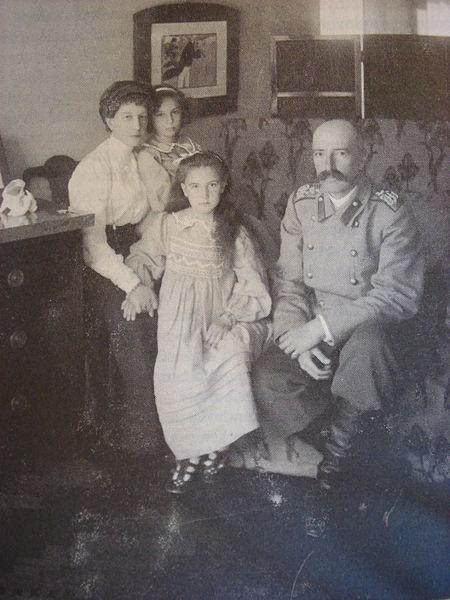 с дочерьми Ксенией и Ниной