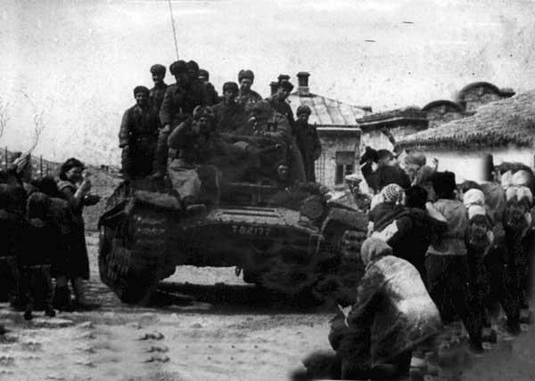 Жители Феодосии встречают освободителей города