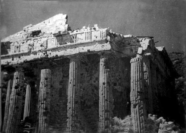 Разрушенное здание Керченского археологического музея на горе Митридат. Фото М. Каца