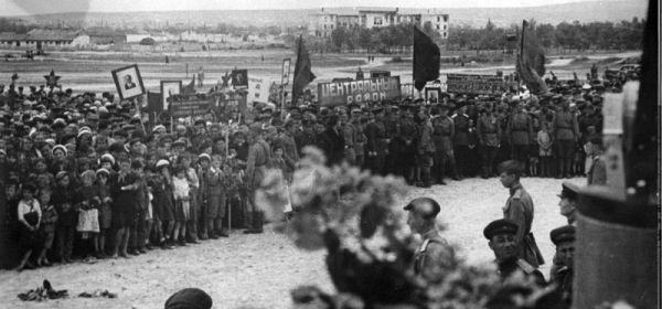 Митинг симферопольцев в честь освобождения города