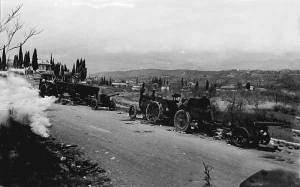 Немецкая военная техника на дорогах освобожденного Крыма