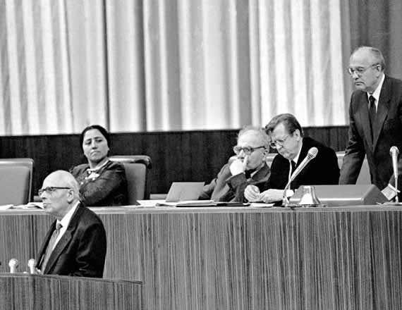 Горбачев перебивает Сахарова