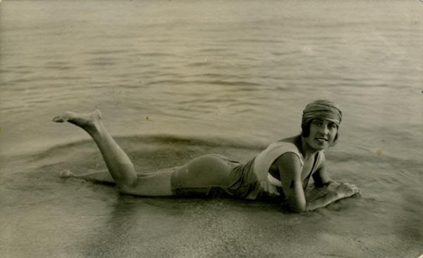 крымская купальщица (1916)