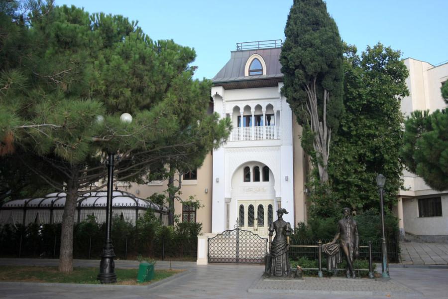 Купальни Роффе (ныне отель София в Ялте)