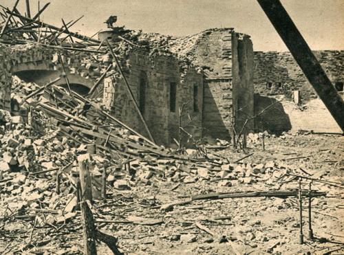 Последствия авиаударов по укреплениям Севастополя