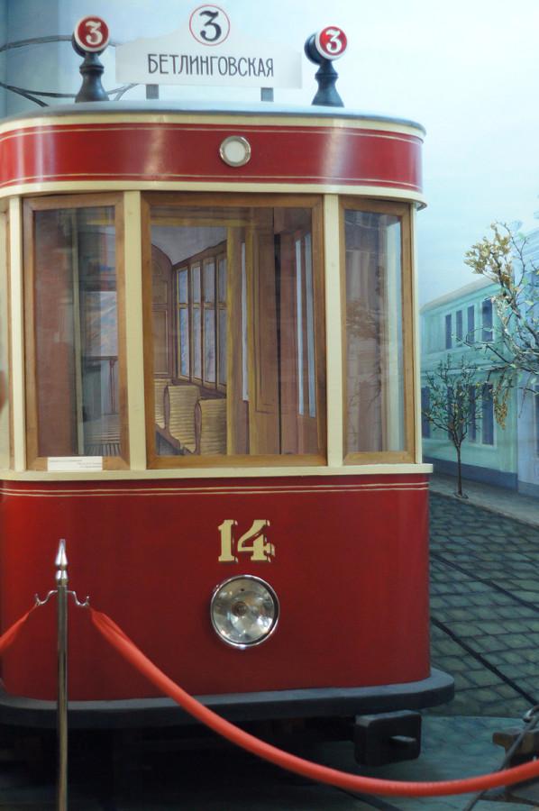 образец городского трамвая в музее истории Симферополя