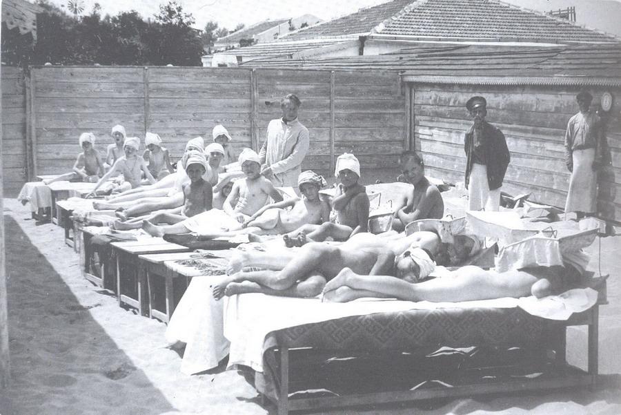 во время приема солнечных ванн