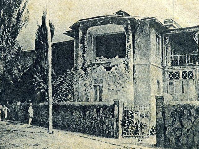 полуразрушенный дом в Ялте по улице Боткинской