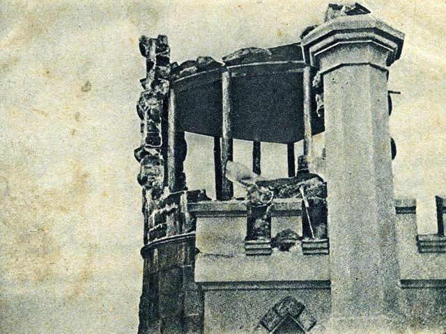 башня Ласточкиного гнезда после землетрясения