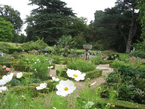 Hatchlands_Formal_Garden