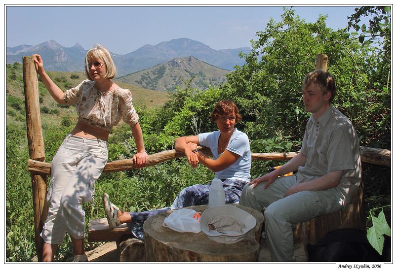 Лена, Юля и Лёша у родника