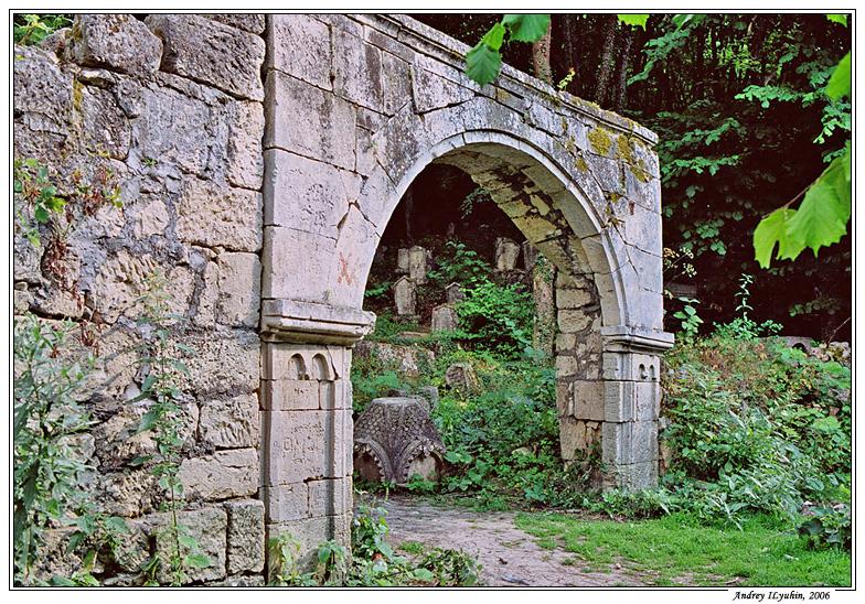 Кладбищенские ворота