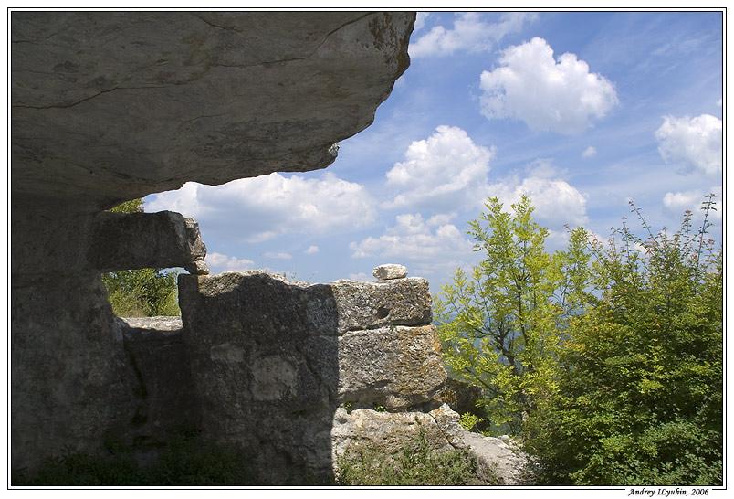 Одна из пещер Мангупа
