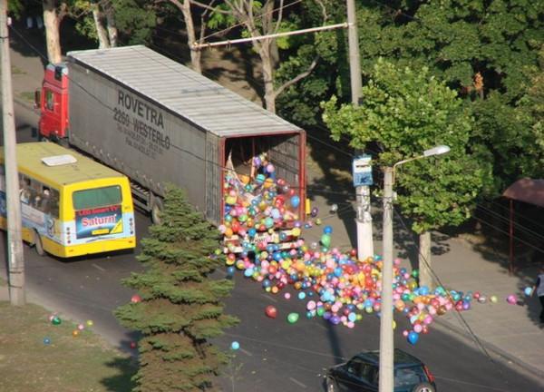грузовик воздушные шары
