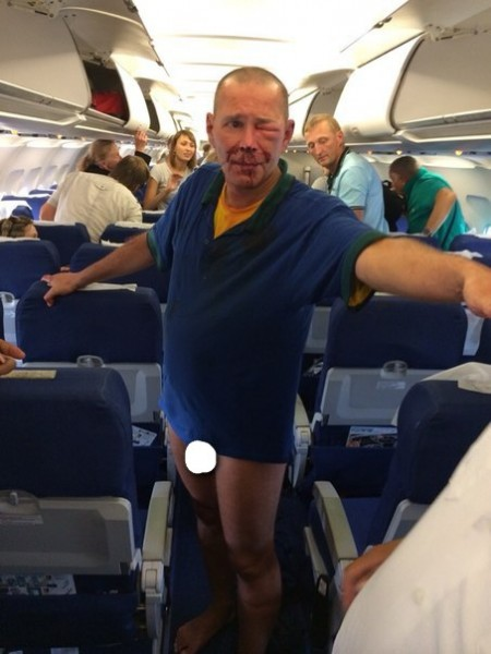 дебош в самолете мужчина