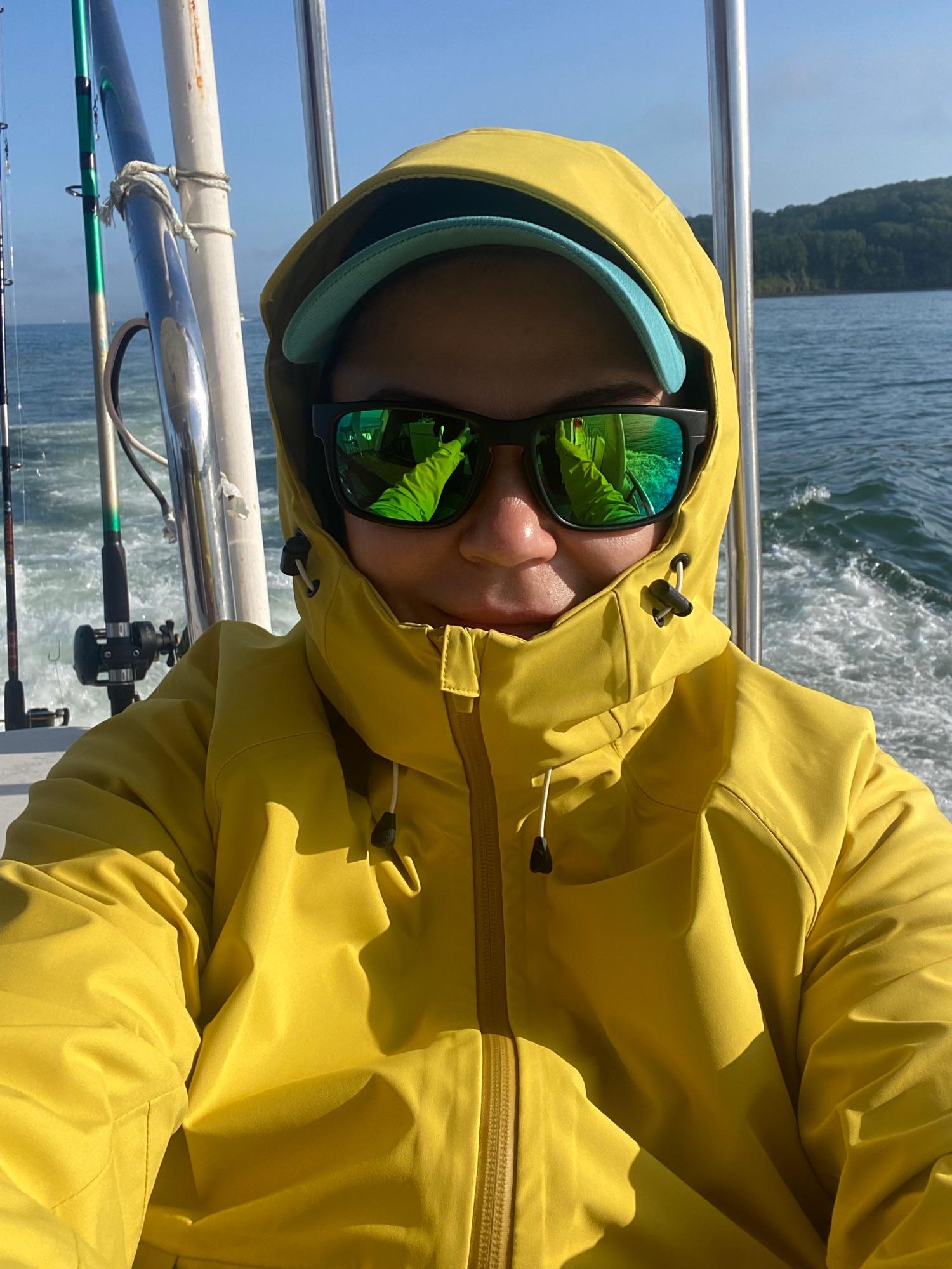Как только вышли из бухты - сразу стало очень холодно.  Пришлось утепляться.