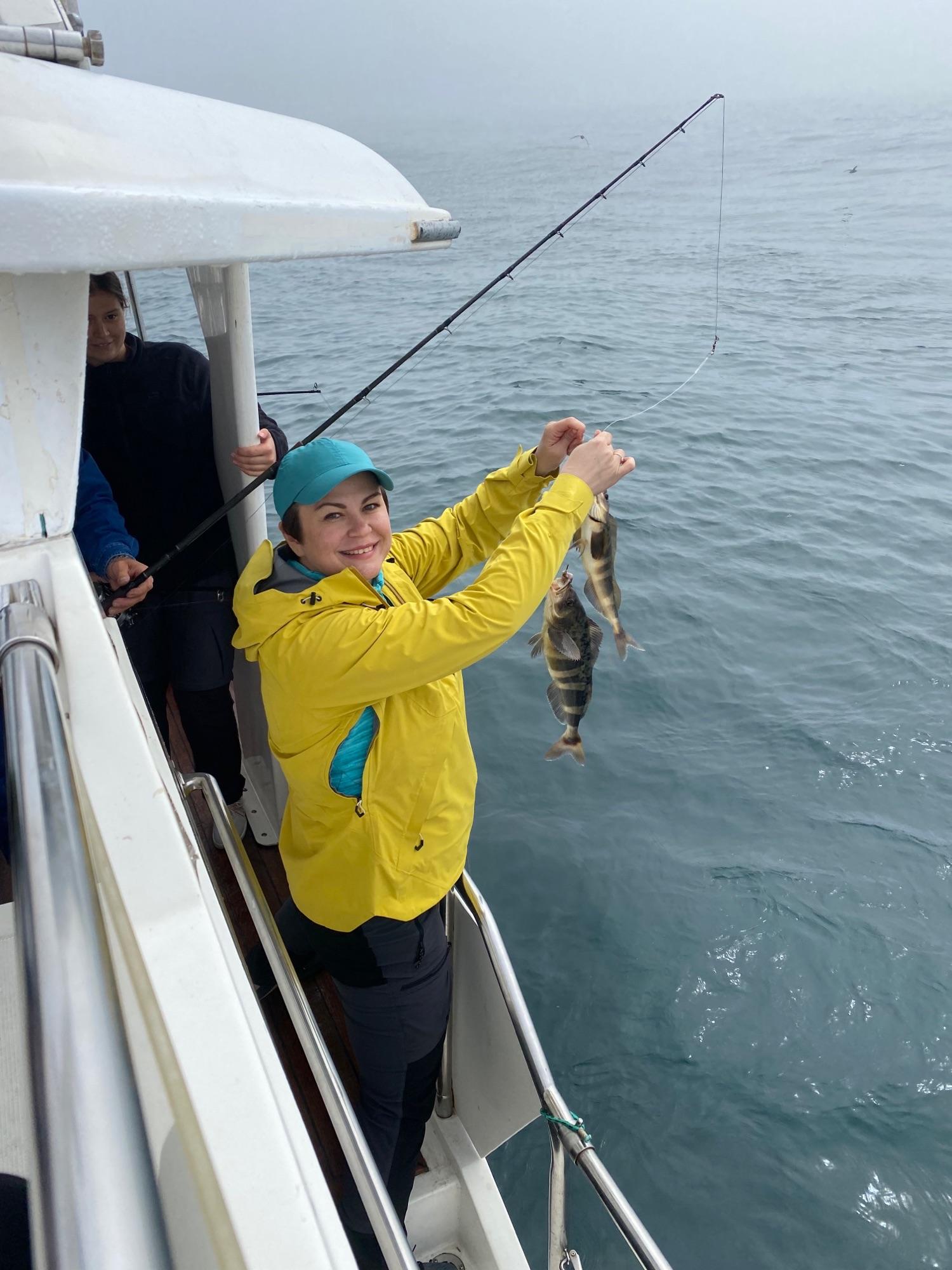 Я вытаскивала сразу по две рыбины!