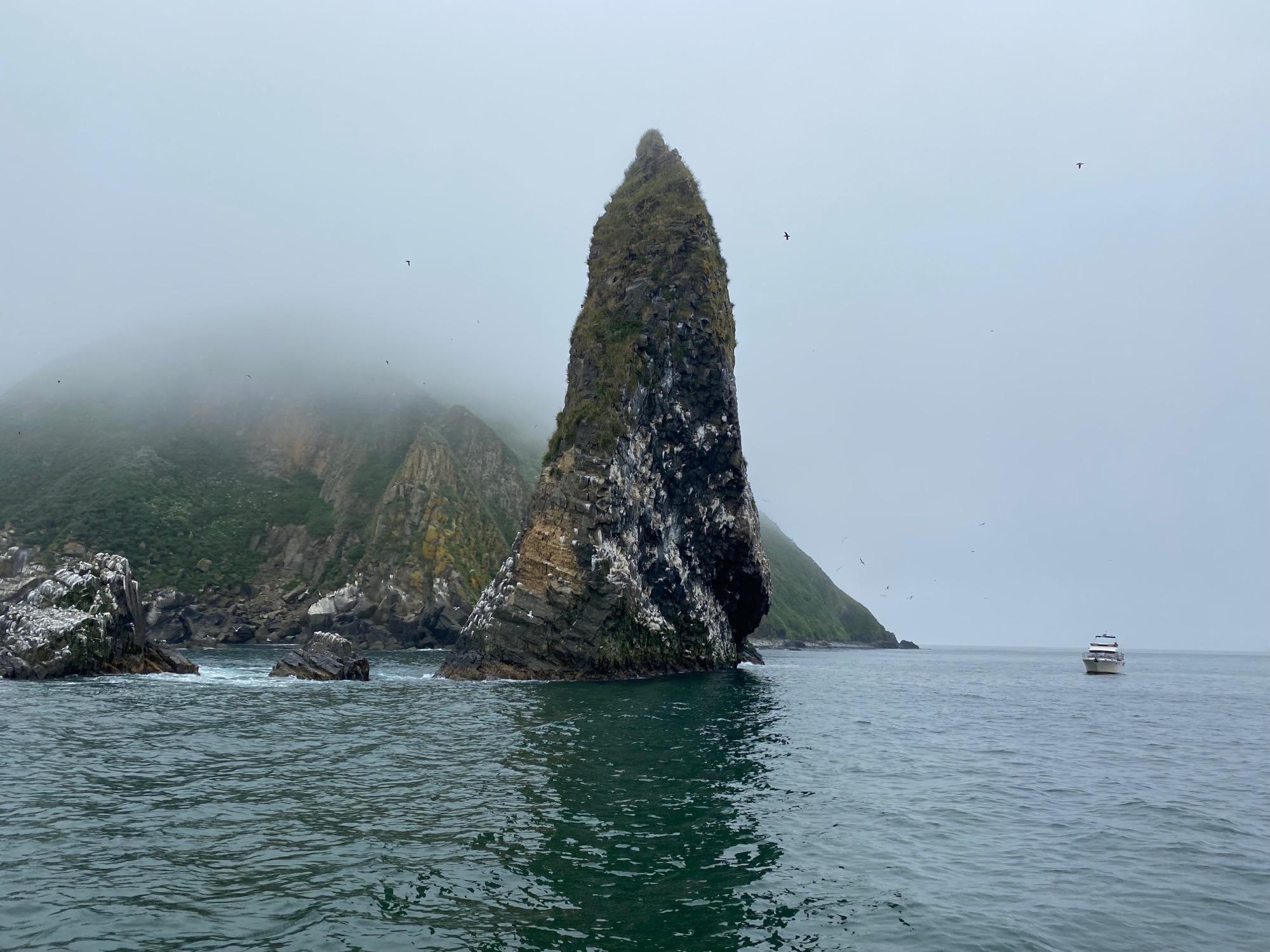 Остров Старичков на обратном пути был виден чуть лучше, хотя туман тут до конца так и рассосался