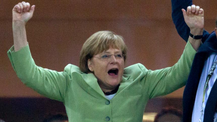 Ангела Меркель подает на развод