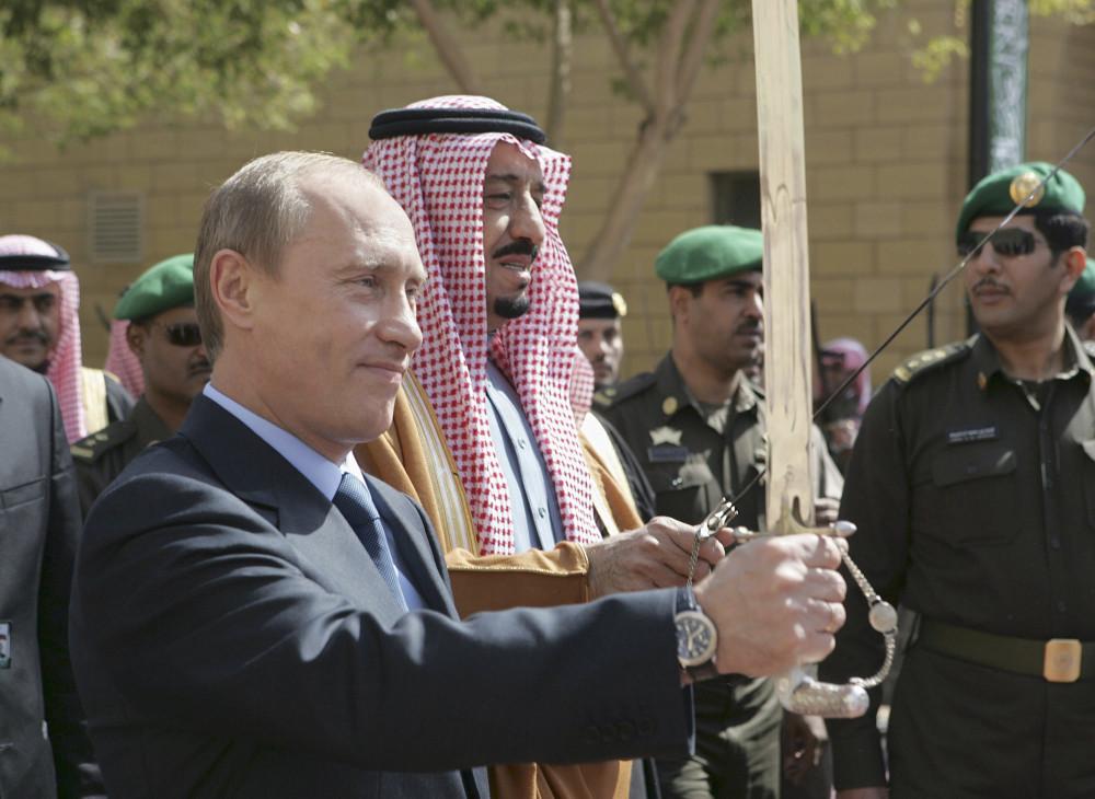 """Россия и Саудовская Аравия могут вместе """"убить"""" нефтедоллар"""