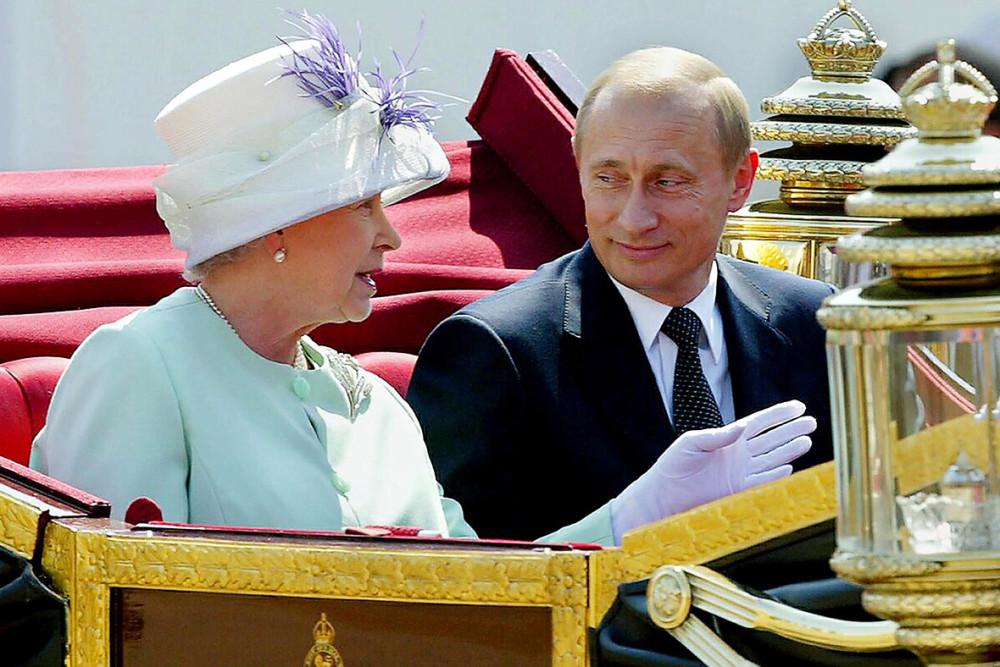 """Зачем Сорос вскрыл офшор английской королевы и """"американский газ"""" из России"""