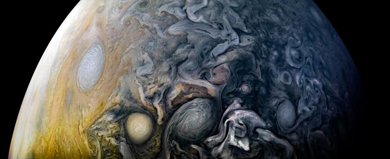 Облака на Юпитере выглядят завораживающе