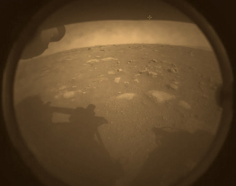 Источник: https://mars.nasa.gov/resources/25596/perseverance-rovers-first-image-from-mars/